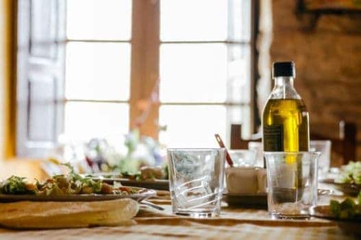 How Just Half a Tablespoon of Olive Oil Can Improve Heart Health (via Healthline)